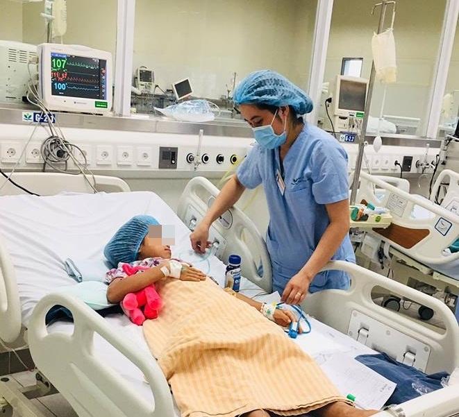 Tự làm thịt cóc để ăn, chị em sinh đôi bị ngộ độc nặng – Bệnh Viện Nhi Trung Ương